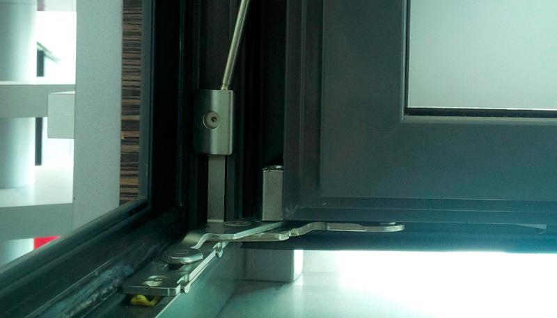 Detalle herraje oculto ventana de aluminio